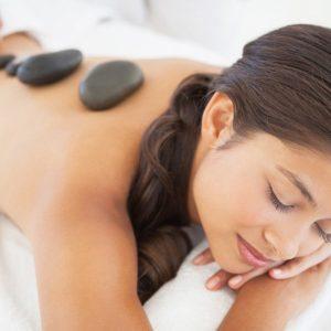 Atpalaiduojantis karštų akmenų masažas